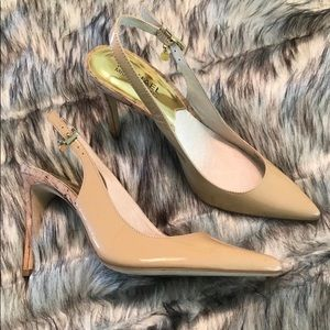 Beautiful cream/tan MK heels with charm 7.5